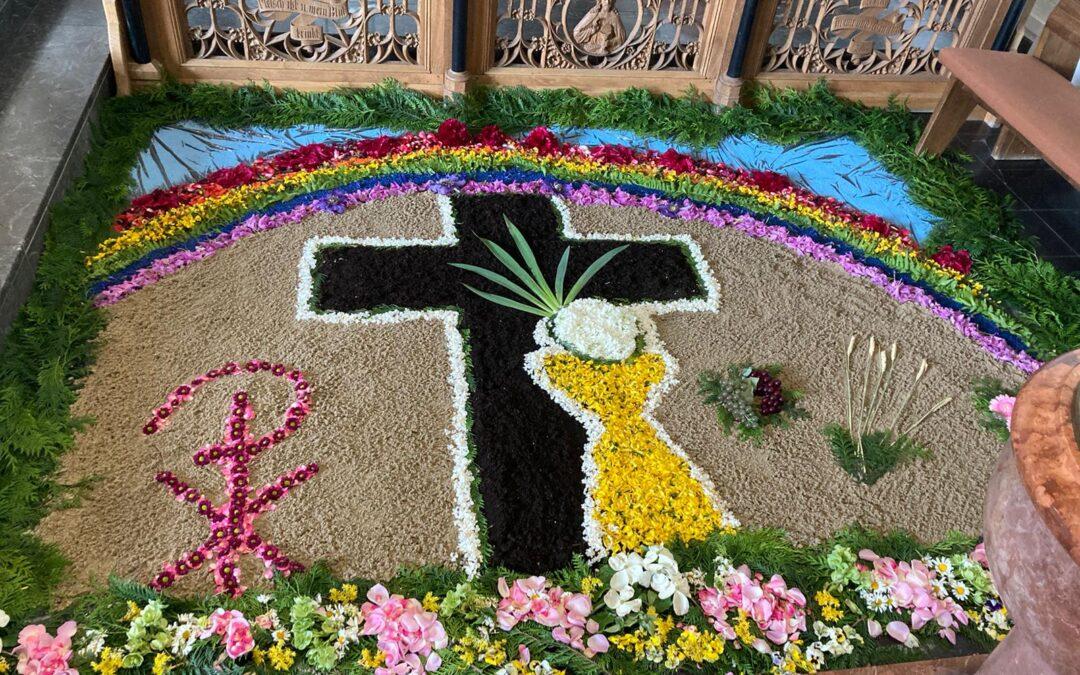 Blumenteppich zu Fronleichnam in Süsterseel